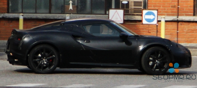 Серийная Alfa Romeo 4C попала в объективы фотокамер
