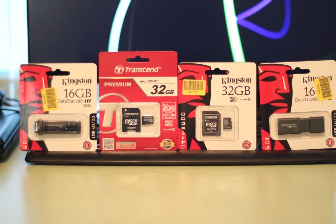 Карта памяти Kingston MicroSDHC 32GB Class 10 + SD-adapter (SDC10/32GB) Карта памяти Transcend MicroSDHC 32GB Class 10 + SD-adapter (TS32GUSDHC10) Kingston DataTraveler 111 16GB (DT111/16GB) Kingston DataTraveler 100 G3 16GB USB 3.0 ( DT100G3/16GB)