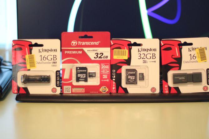 Карта памяти Kingston MicroSDHC 32GB Class 10 + SD-adapter (SDC10/32GB) Карта памяти Transcend MicroSDHC 32GB Class 10 + SD-adapter (TS32GUSDHC10) Kingston DataTraveler 111 16GB (DT111/16GB) Kingston DataTraveler 100 G3 16GB USB 3.0 ( DT100G3/16GB)